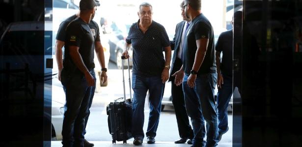 14.nov.2017 - Jorge Picciani é conduzido à sede da PF no Rio para depoimento