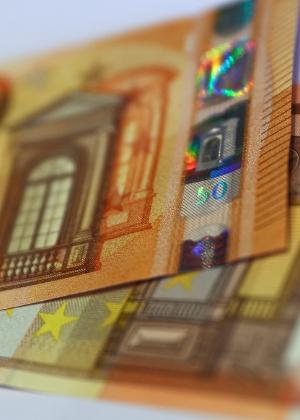 37abe27c37 O euro é moeda única da Alemanha desde 2002 - mas ainda é possível trocar  marcos alemães nas sedes do Bundesbank Imagem  Reuters ...