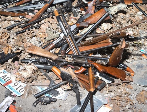 Armas que serão derretidas da fábrica da Gerdau Long Steel North America