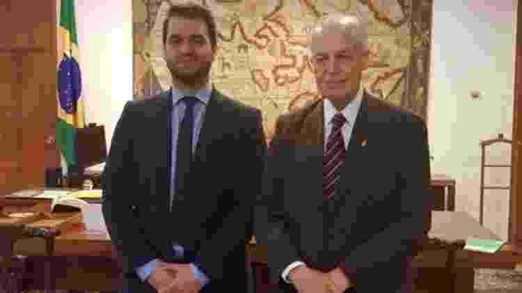 O assessor da Presidência para Assuntos Internacionais, Filipe Martins, com Bertrand Orleans e Bragança no Itamaraty - Divulgação - Divulgação