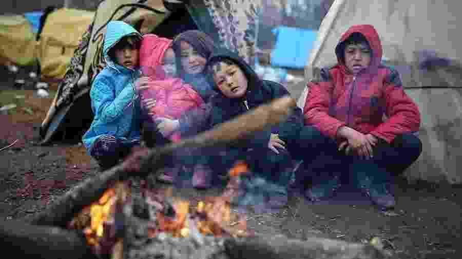 Milhares de pessoas estão tentando chegar à Grécia. Muitos delas são crianças - Getty Images