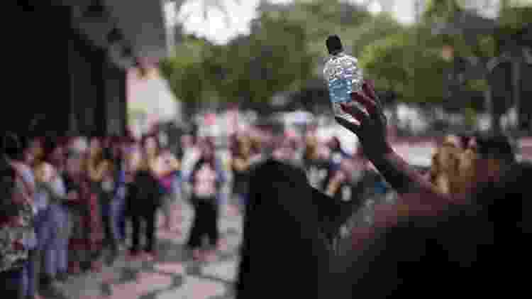 Trabalhadores de um call center de São Paulo fazem greve por falta de álcool gel e higiene precária - André Lucas/UOL - André Lucas/UOL