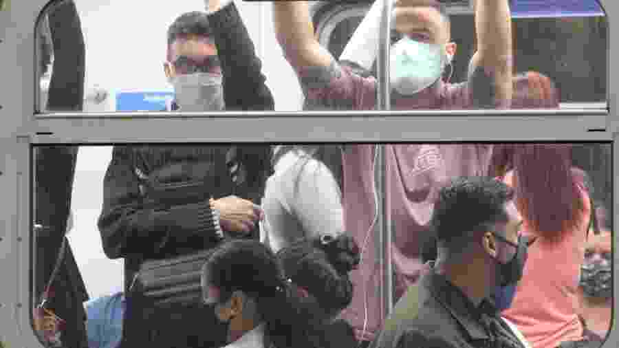 O uso de máscara passa a ser obrigatório no transporte público da cidade de São Paulo - WILLIAN MOREIRA/ESTADÃO CONTEÚDO