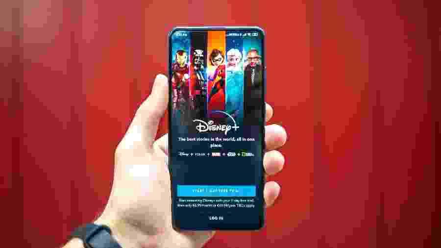 Interface da plataforma de streaming Disney+ em um smartphone Android - Unsplash