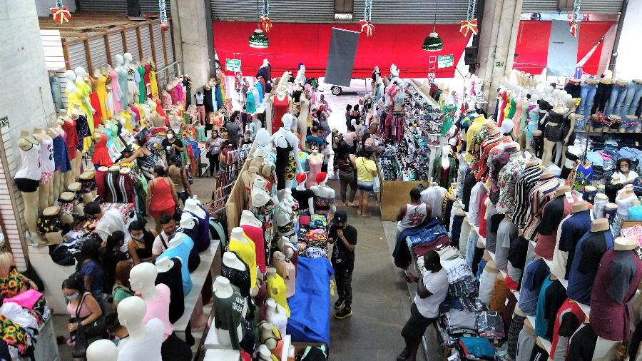 Feirinha Estação Brás, na avenida Rangel Pestana; vendas no varejo caíram 6,1% em dezembro  - Marcelo Oliveira/UOL