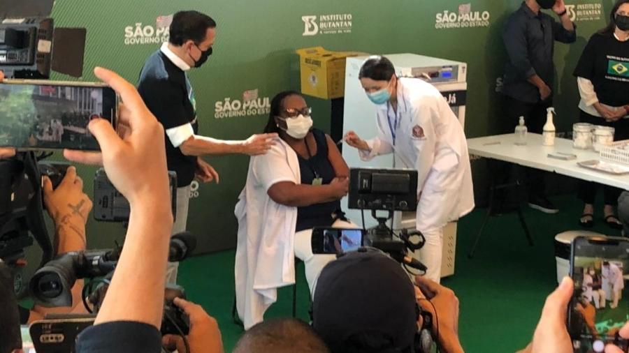 Enfermeira Monica Calazans recebeu a primeira dose da CoronaVac no dia 17 de janeiro - Leonardo Martins/UOL