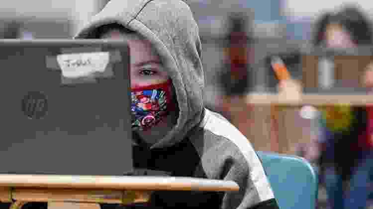 No Brasil, poucas redes se preocuparam em fornecer meios para os alunos se conectarem - Getty Images - Getty Images