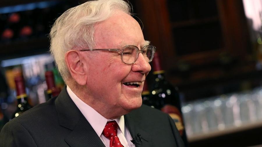 Apenas em junho, Buffett doou US$ 4,1 bilhões em ações de sua empresa à filantropia - Adam Jeffery/CNBC/NBCU Photo Bank/NBCUniversal via Getty Images
