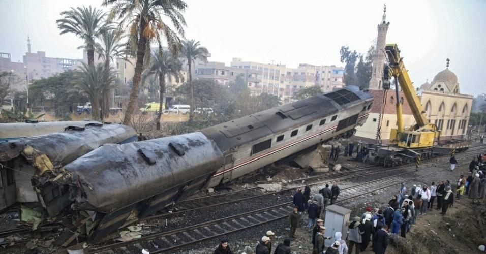 11.fev.2016 - Pelo menos 70 pessoas ficaram feridas depois que um trem tombou na província egípcia de Beni Suef. O trem virou após se chocar com uma barreira. O maquinista foi detido acusado de desobedecer as ordens da central de controle