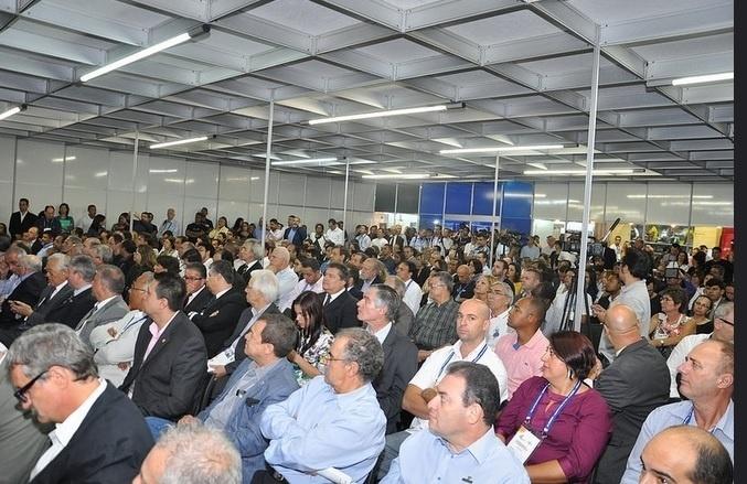 Público assiste palestra durante a Feira do Empreendedor 2015, que reuniu 104 mil visitantes e 400 expositores; segundo o Sebrae, edição 2016 deve atrair 120 mil visitantes e movimentar R$ 7,8 milhões em negócios