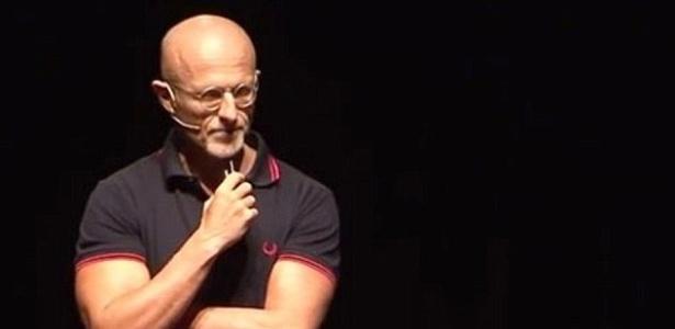 Cirurgião Sergio Canavero se compara ao Dr. Frankenstein - Reprodução/Youtube