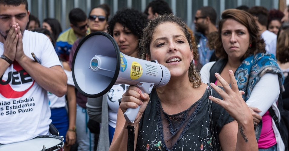 Carina Vitral, presidente da União Nacional dos Estudantes (UNE), discursa para estudantes em São Paulo, em evento que reuniu DCEs