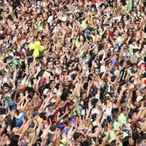 Multidão participa da 25ª edição da Marcha para Jesus em São Paulo (SP)