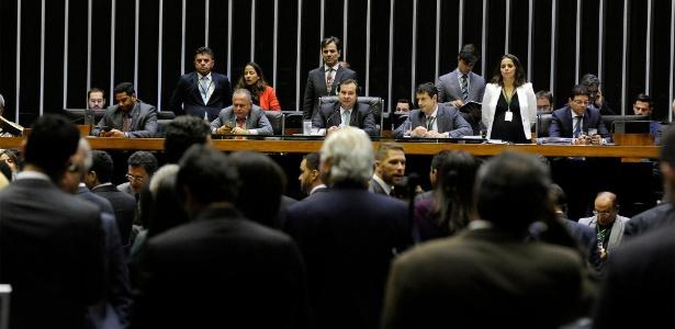 Deputados aprovaram regras para o cruzamento de dados de uma pessoa, a serem usados em decisões comerciais ou em atuação de órgão público