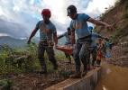 Atraídos pelo ouro, mineiros acabam soterrados pela lama e mortos após tufão nas Filipinas - Jes Aznar/The New York Times