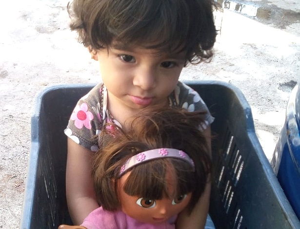 A pequena Fernanda Jacqueline Davila, de 2 anos, em Tegucigalapa, Honduras