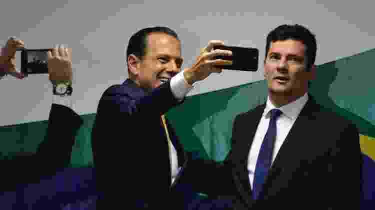 João Doria tira selfie com Sergio Moro durante encontro de governadores ocorrido em Brasília - 12.dez.2018 - Renato Costa/Framephoto/Estadão Conteúdo