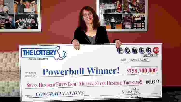 24.ago.2017 - Mavis Wanczyk, a ganhadora do quarto maior valor do mundo já pago em loterias - Massachusetts State Lottery/Reuters