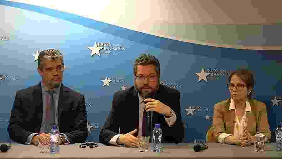 Chanceler Ernesto Araújo em entrevista coletiva em Bruxelas ao lado da ministra Tereza Cristina - Reprodução/YouTube