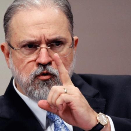 Augusto Aras com o dedo em riste -  Foto: Adriano Machado/Reuters