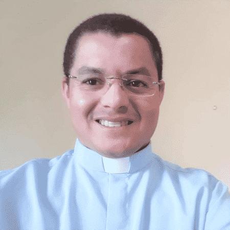 O padre Adriano da Silva Barros, da paróquia de Simonésia (MG) - Reprodução