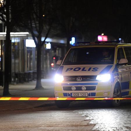 Polícia no local onde um homem atacou pessoas com uma faca na Suécia - Mikael FRITZON /AFP
