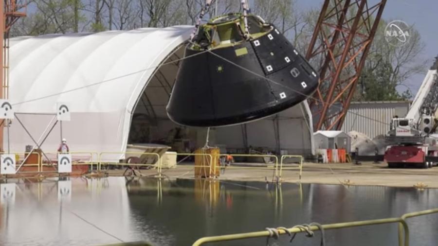 Cápsula espacial Orion é jogada em piscina durante simulação; no futuro, item levará tripulantes à Lua - Reprodução/Nasa