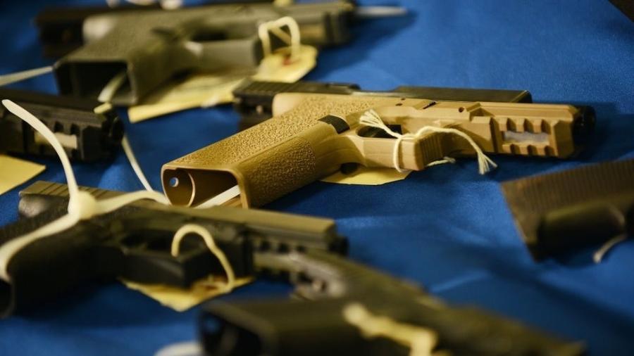 """""""Armas fantasmas"""" são difíceis de se rastrear e burlam precauções como checagem de antecedentes criminais - Getty Images"""