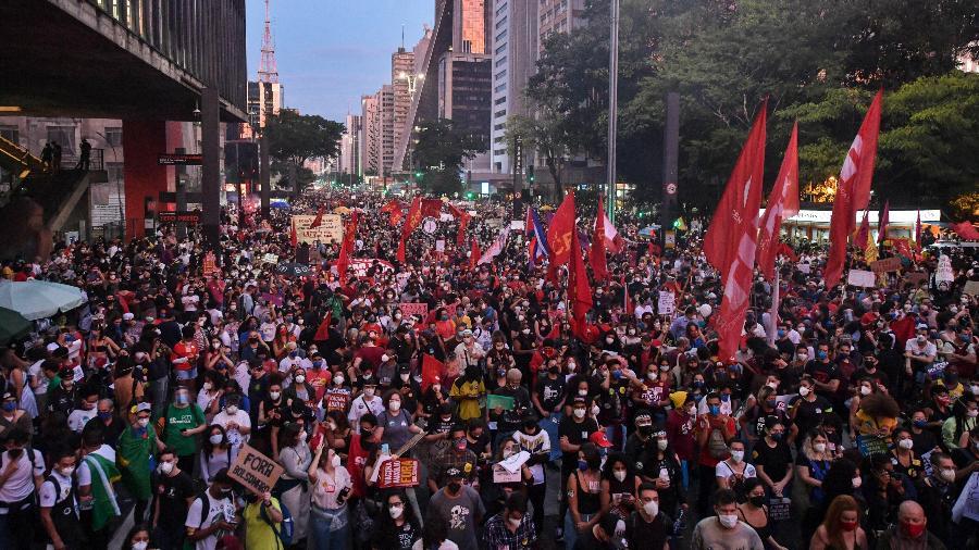 29.maio.2021 - Manifestantes na Avenida Paulista em protesto contra Jair Bolsonaro - NELSON ALMEIDA / AFP