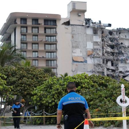 Área do desabamento de prédio é isolada pela polícia em Miami - REUTERS/Marco Bello