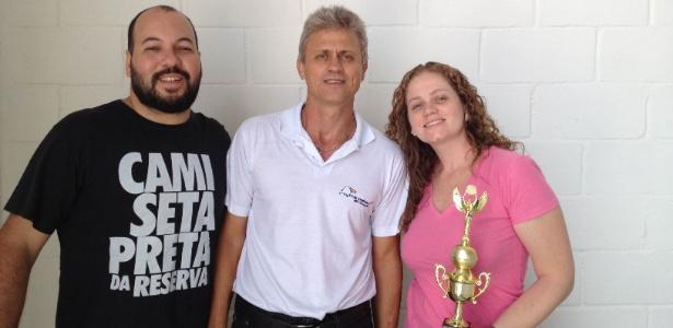 Dilson Kossoski (ao centro) entrega prêmio a franqueados de Goiânia (GO) - Divulgação