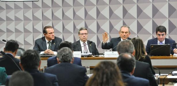 O senador Raimundo Lira (PMDB-PB), que preside a comissão do impeachment