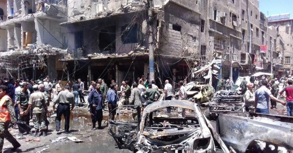 11.jun.2016 - Um duplo atentado, com autoria reivindicada pelo grupo jihadista Estado Islâmico (EI), perto do mausoléu xiita de Sayeda Zeinab, a 10 km de Damasco, na Síria, deixou 20 mortos, segundo um balanço divulgado pela ONG Observatório Sírio dos Direitos Humanos