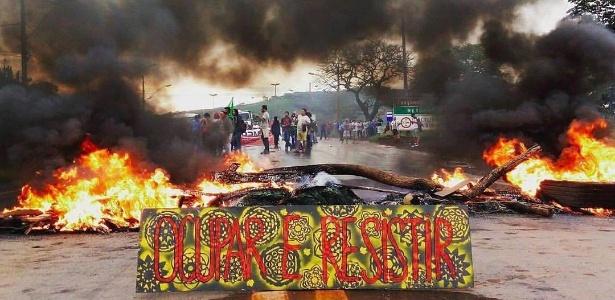 Protesto bloqueia rodovia BR-040, em Minas Gerais - Reprodução/Facebook/UNE