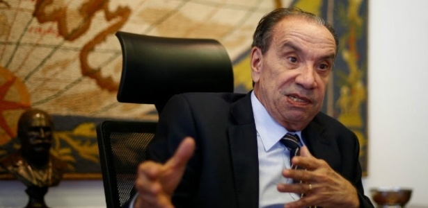 """Aloysio Nunes diz quer ser investigado, mas não quer que o inquérito se """"eternize""""."""