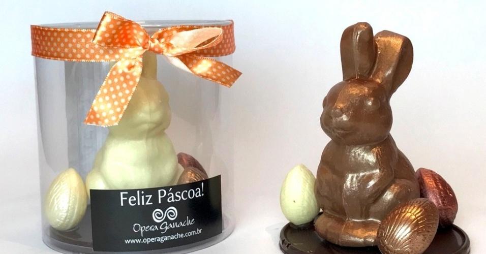 A linha coelhos vintage, da confeitaria Opera Ganache, é feita com chocolate belga (ao leite, branco e amargo). Os coelhos têm moldes antigos, usados nos anos 60 e 70 e são embalados com papel transparente e fitas de bolinhas nas cores verde, amarelo e laranja