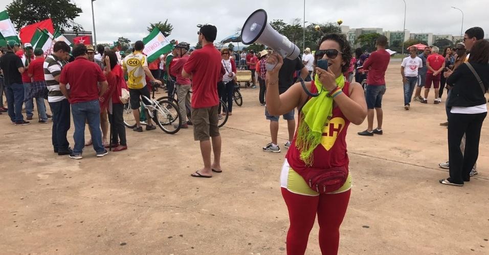 Em Brasília, a servidora pública Talita Victor, 33 anos, participou dos protestos fantasiada de Chapolin Colorado