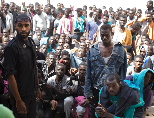 Refugiados em um centro de detenção em Zawiyah, na Líbia