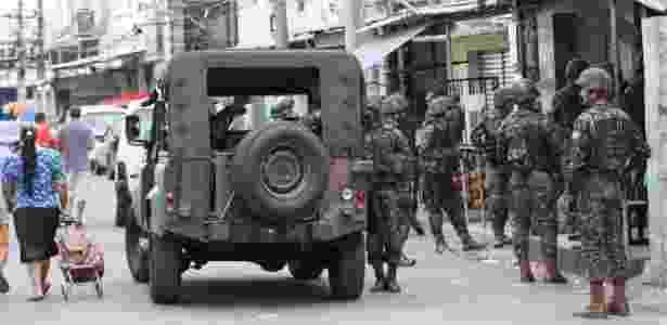 Militares no Complexo da Maré após GLO - José Lucena/ Futura Press/Estadão Conteúdo - José Lucena/ Futura Press/Estadão Conteúdo