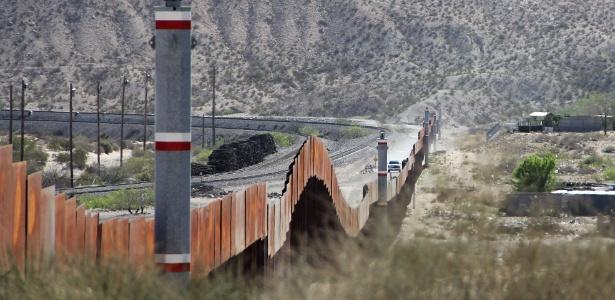 Controle na fronteira dos Estados Unidos com o México em El Paso, no Novo México
