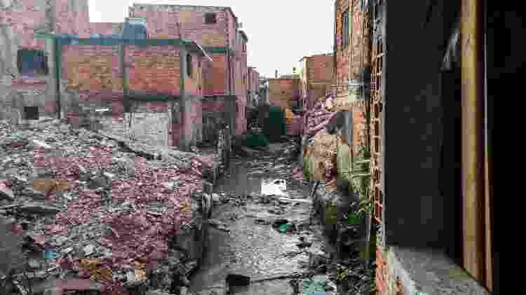 Casas destruídas pela Prefeitura de São Paulo às margens do córrego Guaicuri, afluente da represa Billings - Wellington Ramalhoso/UOL - Wellington Ramalhoso/UOL