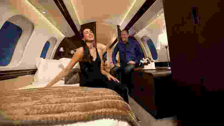 A Master Suite do Bombardier Global 7500 tem cama de casal e banheiro com chuveiro - Divulgação - Divulgação