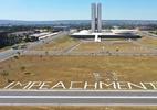 Faixas de 40 metros em frente ao Congresso pedem impeachment de Bolsonaro  (Foto: Dida Sampaio/AE)