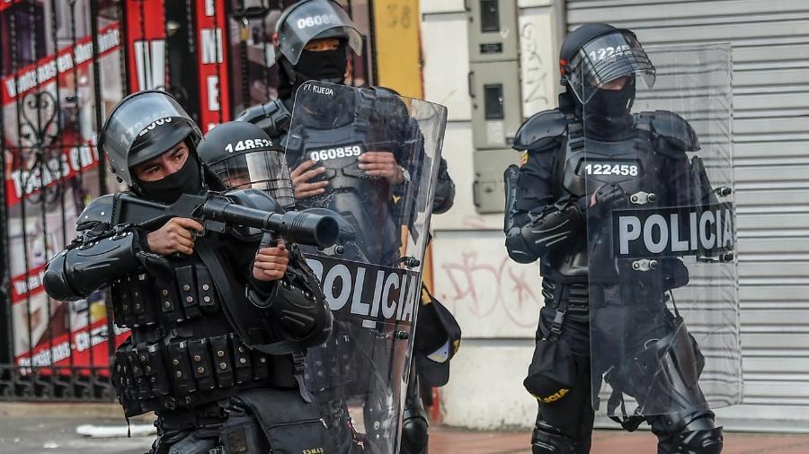 O argumento utilizado pela magistrada para negar o pedido é de que o uso dogás lacrimogêneo e balas de borrachas pelos agentes é necessário para conseguir controlar a ordem pública - Juan Barreto/AFP