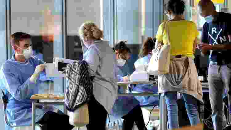 Teste em aeroportos alemães é obrigatório para todos os viajantes que chegam de países de alto risco - EPA - EPA