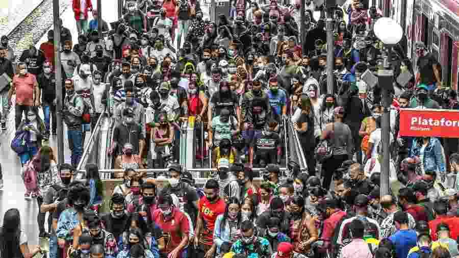 Movimentação grande de passageiros na Plataforma da Estação Luz da CPTM, no centro da capital paulista - BRUNO ESCOLASTICO/PHOTOPRESS/ESTADÃO CONTEÚDO