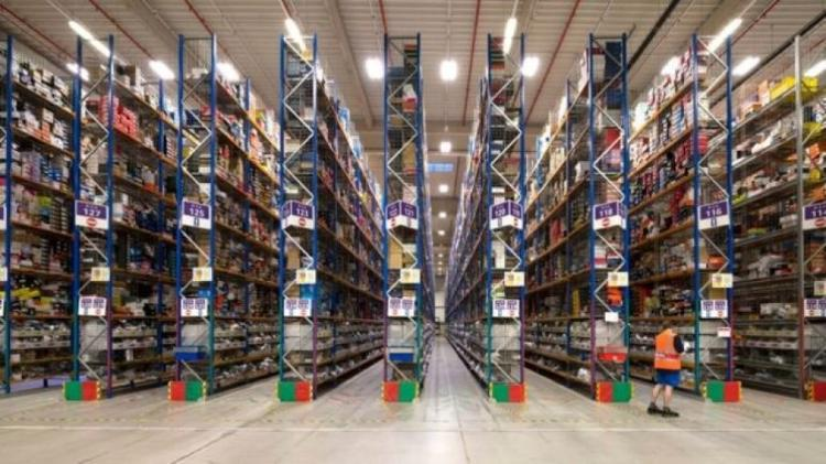 A Amazon despacha 228 milhões de pacotes por ano no Reino Unido, de 17 centros de distribuição. - GETTY IMAGES - GETTY IMAGES