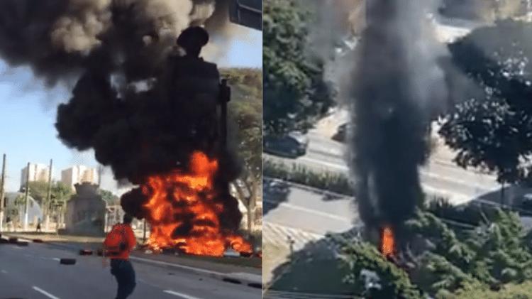 Estátua do Borba Gato em chamas em São Paulo - Reprodução/Twitter - Reprodução/Twitter