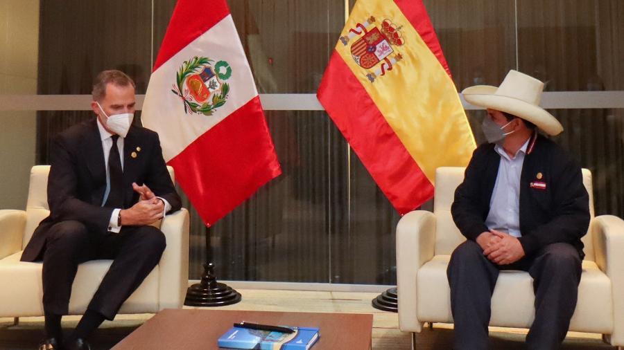 27.jul.2021 - O presidente eleito do Peru e o Rei Felipe 6º da Espanha durante encontro em Lima - AFP/Peru Libre
