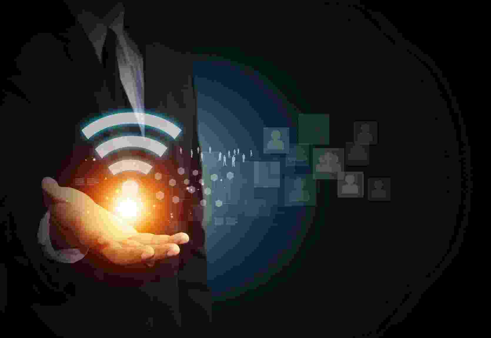 Apesar de o uso do Wi-Fi ter se tornado um dos principais caminhos de acesso dos brasileiros à internet --que ganhou ainda mais força com o corte da conexão adotado pelas operadoras de telefonia móvel ao fim das franquias--, há ainda alguns mitos e dúvidas a cerca da segurança e também do aumento do alcance do sinal dessa rede. Incluir uma senha de acesso é suficiente para se prevenir do ataque de hackers? Será que trocar a antena do roteador aumenta a potência da conexão? E o truque da lata de alumínio: funciona mesmo? Tire suas dúvidas - iStock